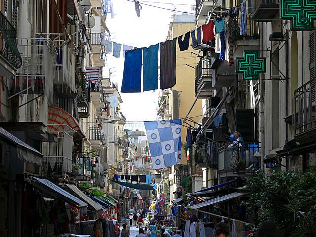 baldiri : napoli hanging laundry : BALDIRI07061601.jpg