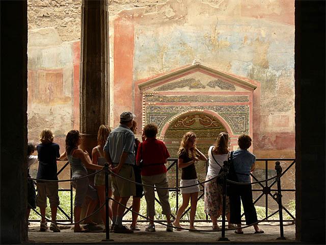 baldiri : pompei tourists : BALDIRI07061801.jpg