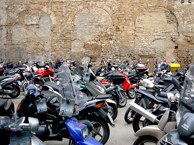 motos al barri gotic : baldiri08041101.jpg