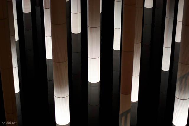 baldiri : illuminated columns : baldiri08112901