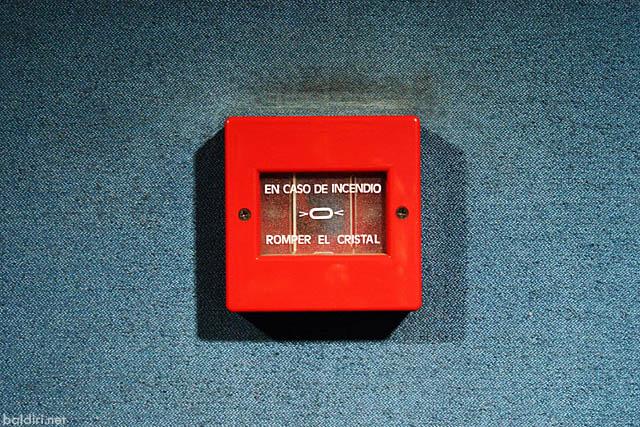 baldiri : en caso de incendio romper el cristal : baldiri100325