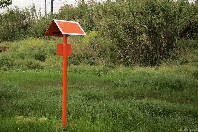 baldiri : unknown orange sign