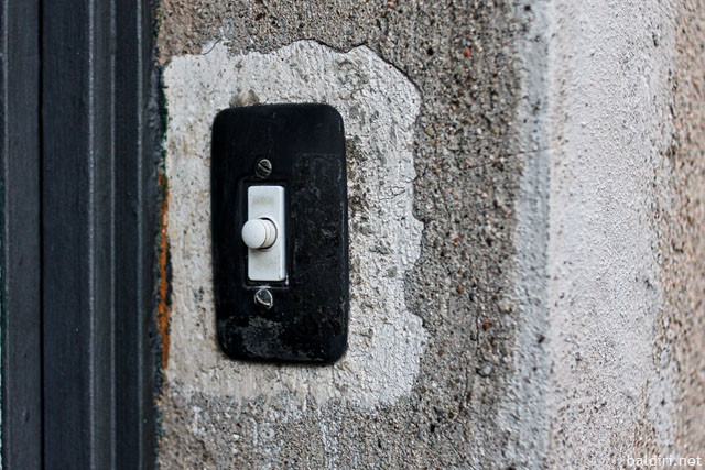 baldiri : doorbell button