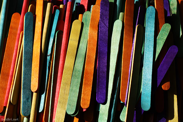 baldiri : coloured wood sticks